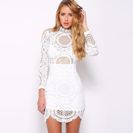 Vestido em Renda Bordado Floral Branco e Preto Celebridades Casual Curto