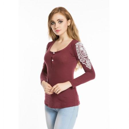 Camiseta Feminina Gola Quadrada com Bardados em Renda Moda Casual