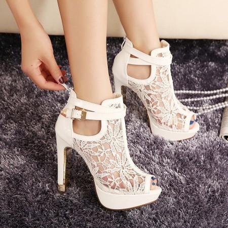 Sapato Alto Feminino Salto Fino Ankle-Boot estilo Bota Floral Branco